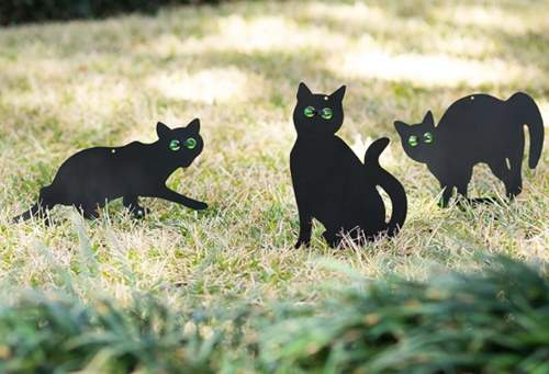 Homarden Garden Scare Cats – Humane Pest Control Outdoor Statues with Reflective Eyes